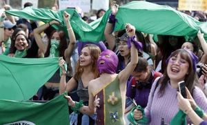 Mauricio, de los pocos que marcharon con colectivos feministas
