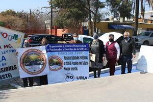 Con caravana jubilados piden su pensión en salario mínimo en Monclova