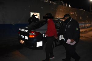 Se pasan la luz roja del semáforo en Monclova y los detienen