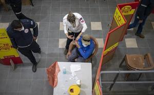 Israel empieza a vacunar a trabajadores palestinos