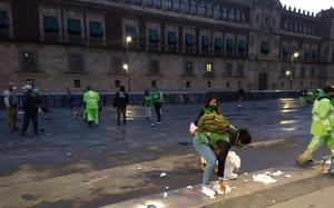 Retiran vallas de Palacio Nacional tras marcha del 8M