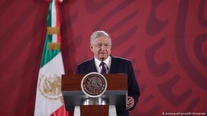 AMLO: 'Muro en Palacio Nacional ayudó para detener provocación en 8M'
