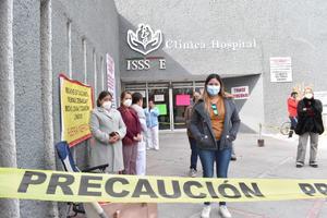 Calla directora del ISSSTE ante el plantón de sus trabajadores