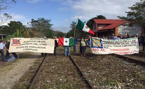 Unos 500 campesinos de Oaxaca protestan contra el Interoceánico
