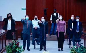 Tras 'desbandada', toman protesta 6 diputados suplentes en Sinaloa