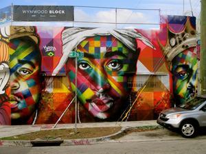 Grafitero cubano de Miami realiza un gran mural con el lema 'Patria y Vida'