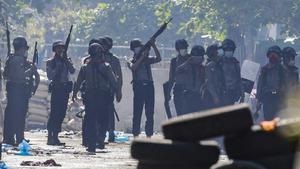 Nuevos asaltos de militares birmanos contra medios de comunicación