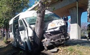 Choque entre combi y camión de carga deja dos lesionados en Edomex