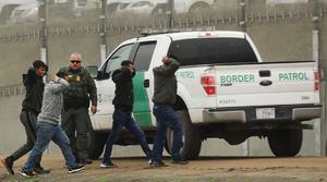 Los arrestos en la frontera se dispararon en febrero tras la llegada de Biden