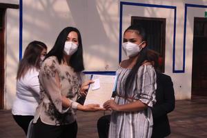 Se gradúan de preparatoria  50 mujeres a través del ICM