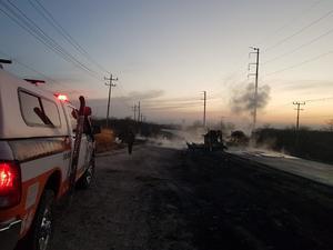 Deja 12 muertos choque entre pipa y transporte público en Nuevo León