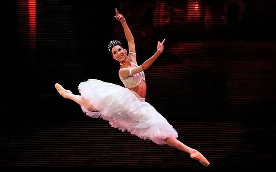 Elisa Carrillo: La bailarina da positivo a COVID-19