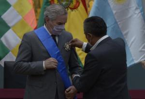 El Gobierno de Bolivia condecora al canciller argentino en su visita oficial