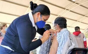 Aguascalientes propone vacunar a adultos mayores desde su auto