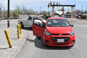 Invade carril y causa accidente en Monclova