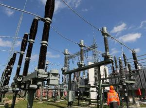 Frena juez federal reforma eléctrica avalada por AMLO