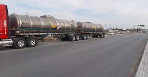 ÚLTIMA HORA: Impacta torton a pipa de gasolina; pudo terminar en tragedia