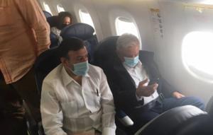 AMLO viaja en vuelo comercial a Culiacán, Sinaloa, con cubrebocas