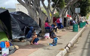 Niños de campamento migrante en Tijuana enferman por las bajas temperaturas