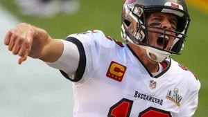 Brady extiende su contrato