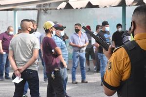 Cobran obreros de AHMSA su primera derrama económica