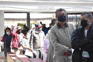 Buscan a 'abuelitos' que no  alcanzaron la vacuna COVID-19