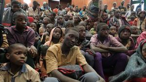 Hombres armados secuestran a tres maestros tras atacar una escuela en Nigeria