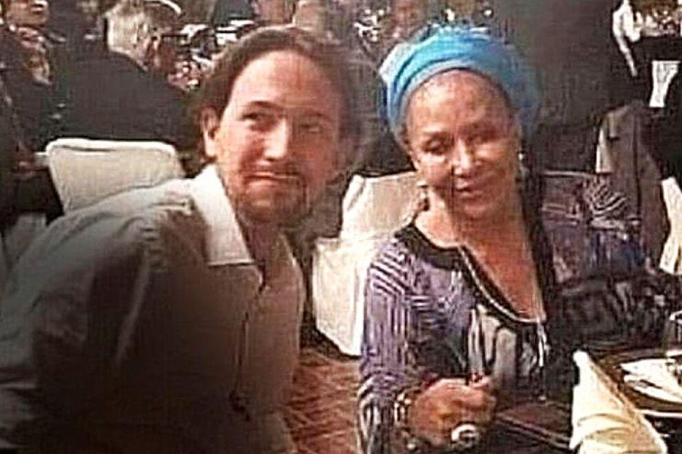 La mujer con la que posa Iglesias en una foto no es una narcotraficante