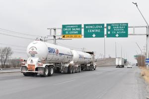 Prohibirán que circulen trailers por arriba de puentes en Castaños