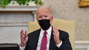 Biden pone el foco en las empresas mientras sube la presión sobre la frontera