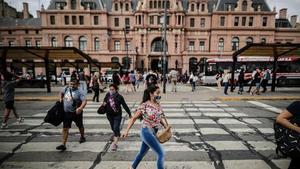 Argentina agrega 8,235 positivos de covid-19 y 202 muertes más