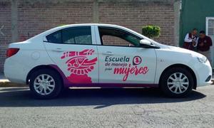 Aprenden a conducir en la Escuela de Manejo para Mujeres
