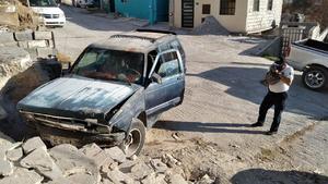 Se echa de reversa y choca en Monclova