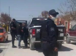 Golpean policías a joven, sólo porque los grababa en Frontera