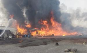 Se incendia mercado de muebles en límite de Ixtapaluca y Chalco