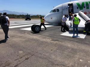 Avión de Viva Aerobus es evacuado por falla en el despegue; no hay heridos