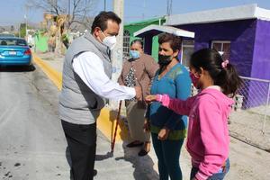 Reciben ciudadanos calle pavimentada en Castaños