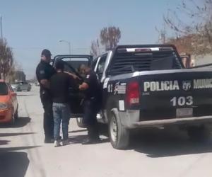 Investigan al policía que amagó con disparar en Frontera