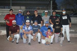 Saucedos ganan el duelo softbolero