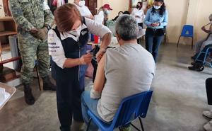 Vacunan contra Covid-19 a internos en penales de Tamaulipas