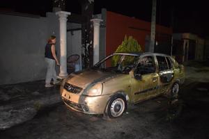 Incendian vehículo en Monclova