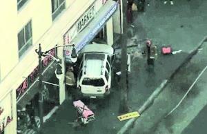 Camioneta choca contra multitud en un mercado de Hollywood