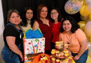 Flor celebra un año más de vida en Monclova