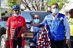 Recibe ciclista lasllaves de la Ciudad de Monclova