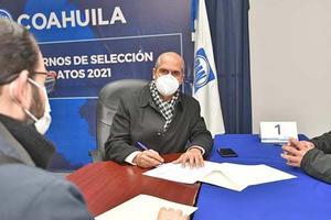 Alista Mario Dávila su registro como candidato del PAN por la alcaldía de Monclova