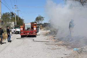 Incendian carrizales en Monclova