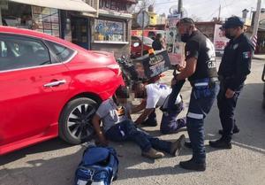 Se fractura pierna al derrapar y caer de su moto en bulevar San José de Monclova