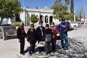 Mujeres del ejido la Vega de Cuatro Ciénegas piden apoyo a la alcaldesa