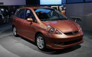 Advierten que falta de semiconductores afecta a vehículos económicos