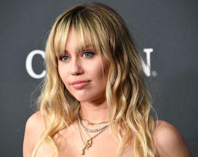 Celebra Miley Cyrus el 15 aniversario de la serie